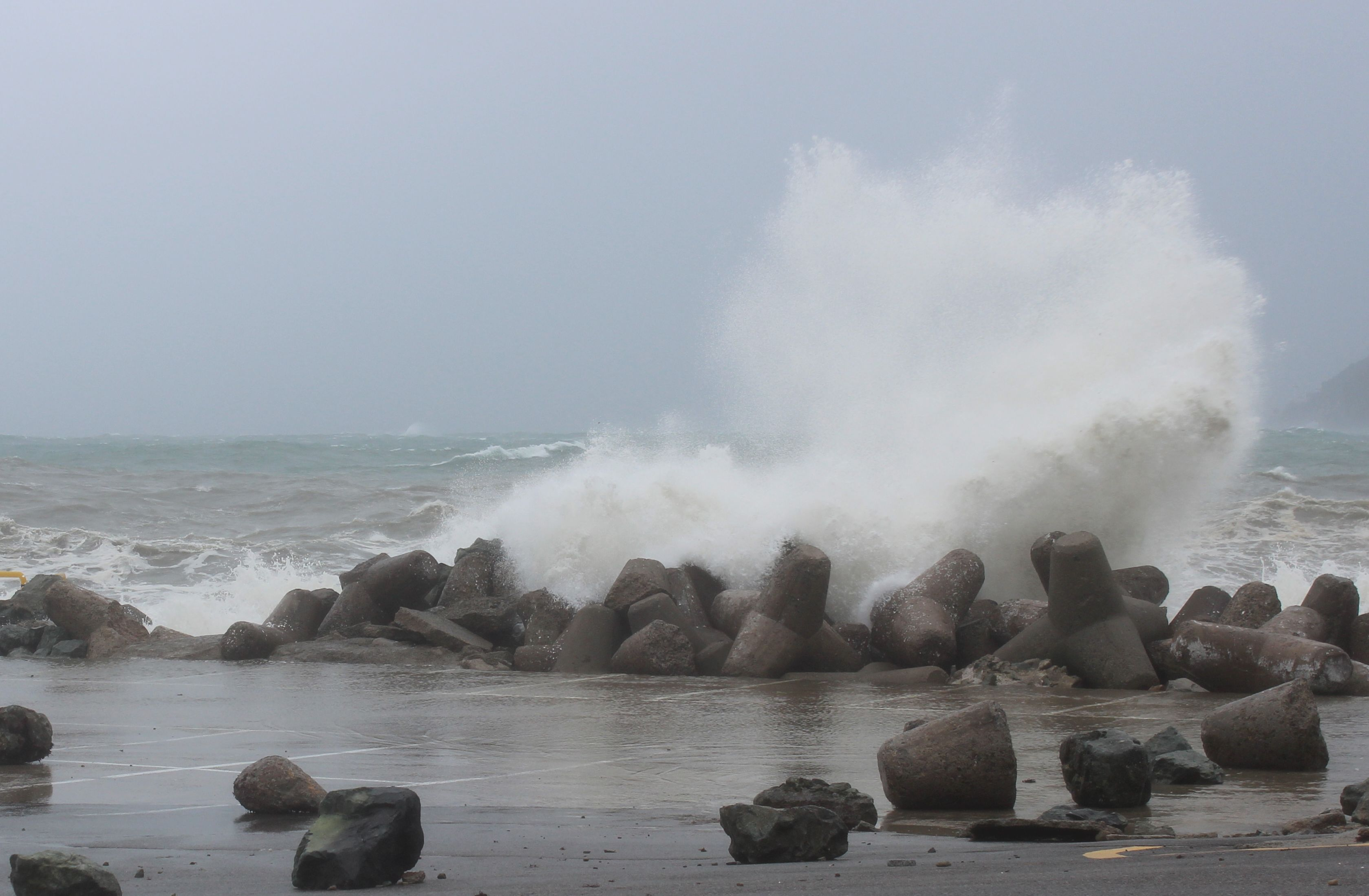 The Waves of Typhoon Bolaven
